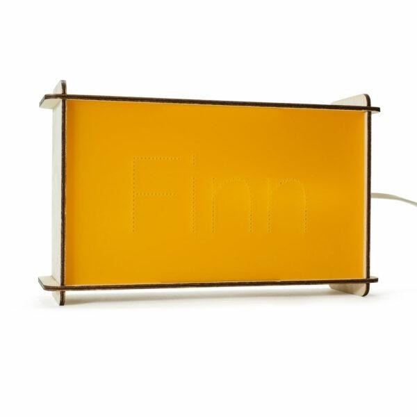 De Naamlamp is beschikbaar in 10 prachtige kleuren en een persoonlijk kraamcadeau.