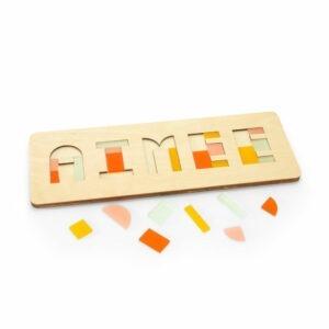 Naampuzzel in kleurcombinatie Lente met losse stukjes