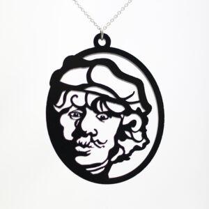 Deze halsketting is een moderne uitvoering van het bekende zelfportret van Rembrandt. Gemaakt van acrylaat.