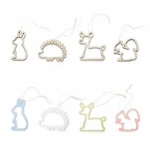 De kersthangers in de vorm van dieren en uitgevoerd in hout en plexiglas zijn een ideaal persoonlijk kraamcadeau voor een eerste kerst.
